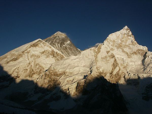 Los Andes estan en el norte de Santiago. Tiene 4000 metros alturo y las montañas son muy impresionante.