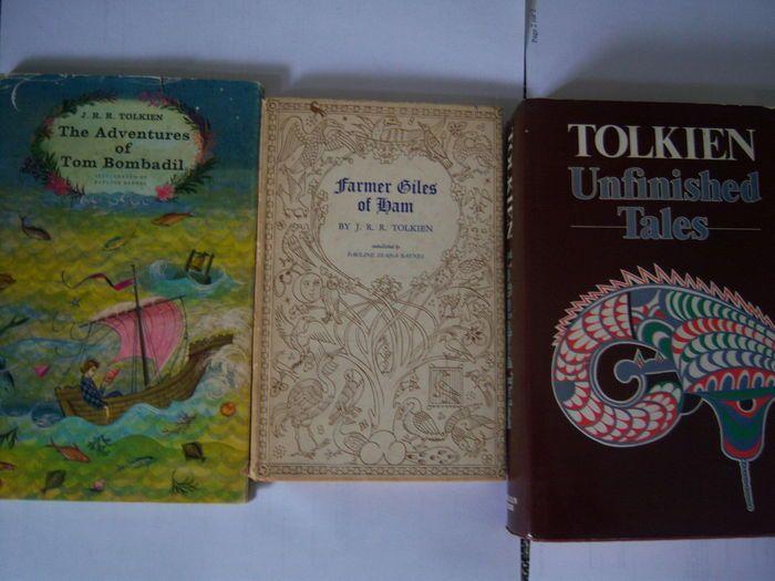 JRR Tolkien - lot van 3 volumes-1972/1980  1) JRR Tolkien - Farmer Giles van Ham-George Allen Conditie: goed. Kleine scheur aan de voet van de rug van stofomslag en aan de voet van de voorste schutbladen.2) JRR Tolkien - de avonturen van Tom Bombadil-George Allen Voorwaarde: stofomslag gevouwen op randen met kleine gesloten scheur aan hoofd van de voorklep.3) JRR Tolkien - onvoltooide Tales-George Allen Conditie: Zeer goed.Boer Giles van Ham is een sprookje verhaal voor het eerst…