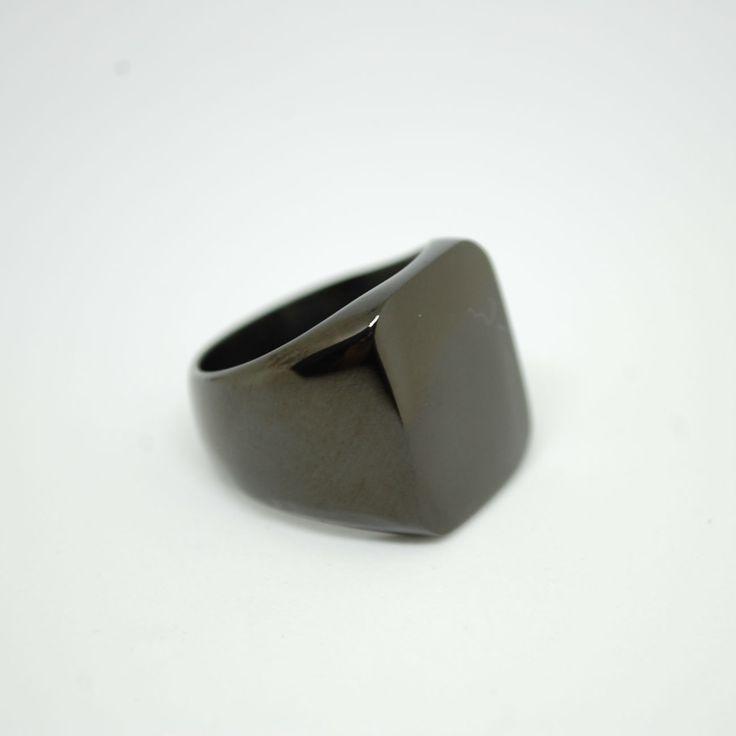 Купить Мужской перстень из титана черного цвета в интернет магазине аксессуаров OTOKODESIGN