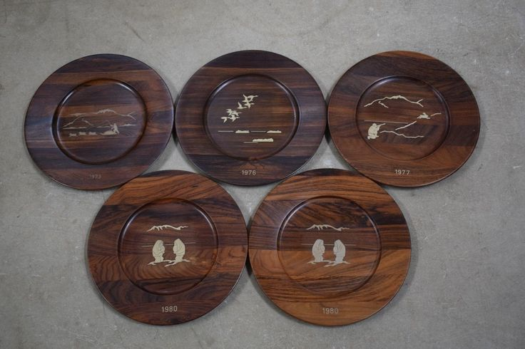 Set of 5 Danish mid century rosewood plates/ wall platters with Sterling silver inlays depicting Greenlandic motives. Design by Robert Dalgas lassen. These plat