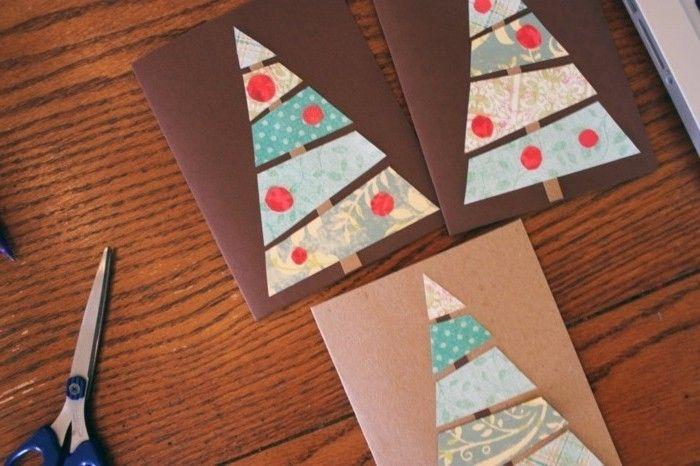 une superne idée de carte de voeux personnalisée à faire soi-même, des sapins de noel en papier et petites boules de noel rouges