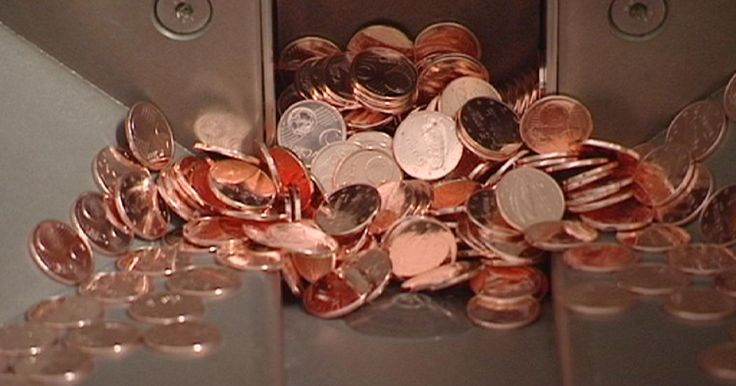 Anche il denaro ha un costo. Lo sa bene l'Irlanda, che dal 28 ottobre dirà addio alle monetine da 1 e da 2 centesimi di euro. Quantomeno ci proverà, dato che i due tagli manterranno corso legale. La banca centrale di Dublino ha infatti deciso di lanciare su scala nazionale l'arrotondamento volontario nei pagamenti. La campagna, limitata ai pagamenti in contanti, chiede a negozianti…