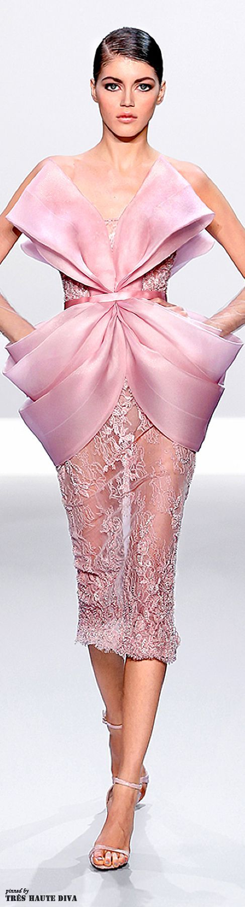 Robe rose, dentelle, noeud et transparence, Ralph & Russo