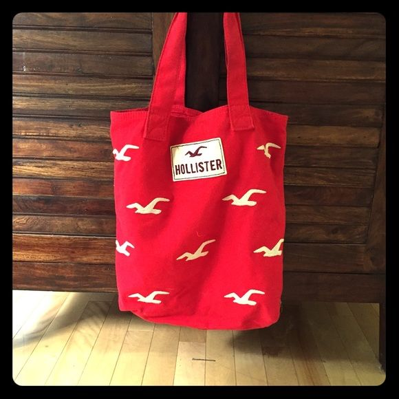 Hollister JUST LOWERED!! Grab this fun bag!! Hollister TOTE BAG! Hollister Accessories