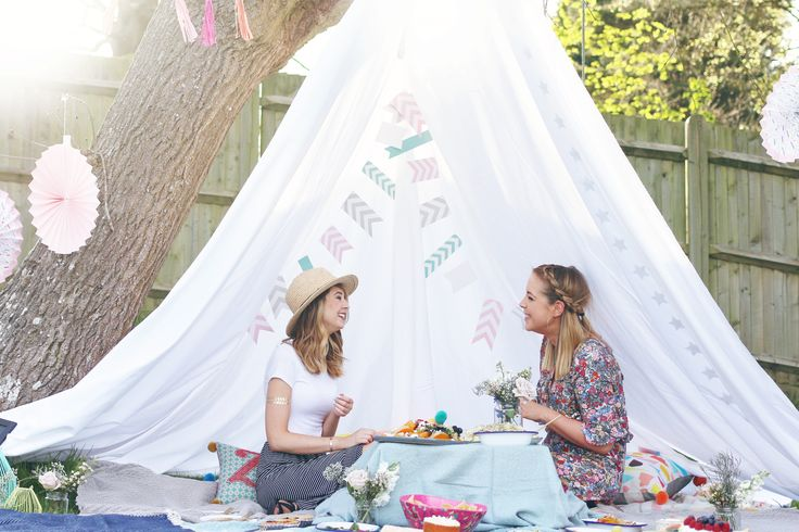 How to throw the perfect Picnic Party | Zoella