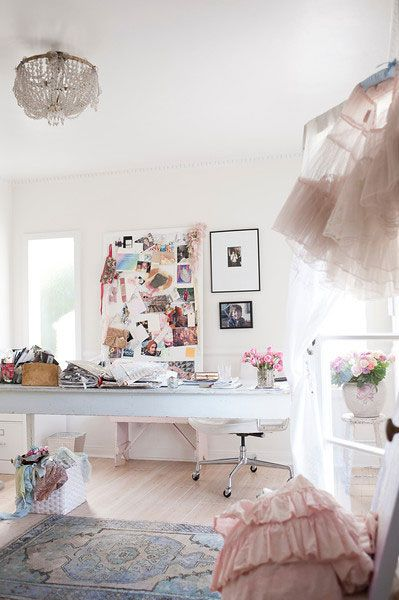 rachel ashwell shabby chic couture offices work spaces pinterest crafting shabby chic. Black Bedroom Furniture Sets. Home Design Ideas