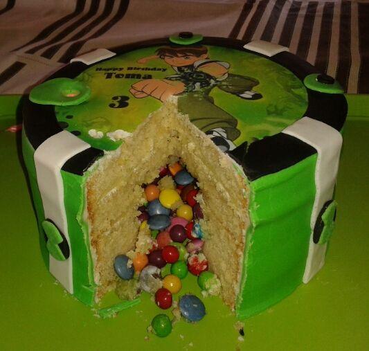 Inside Ben 10 cake. Pinata cake.