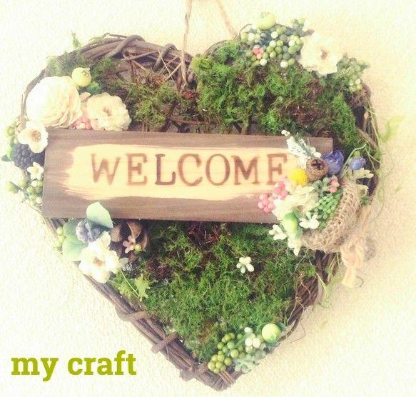 森の中にある、お花屋さんをハートリースに表しました! 麻リボンの花束から零れ落ちるお花と実 木の実の中に小さなお花が入っていたり物語に出てきそうなリースです♡...|ハンドメイド、手作り、手仕事品の通販・販売・購入ならCreema。