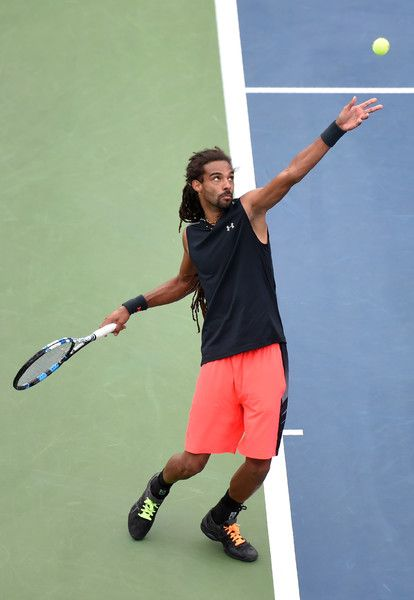 Germany's Dustin Brown returns the ball to Spain's Roberto Bautista Agut during their 2017 US Open Men's Singles match at the USTA Billie Jean King National Tennis Center in New York on August 31, 2017. / AFP PHOTO / Eduardo Munoz Alvarez