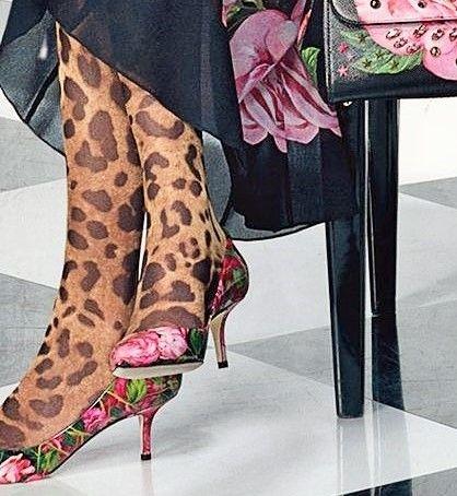 source : dolce gabanna 20I7 _  collection mode haute couture robe à fleurs noire et roses et collant imprimé leopard (black and pink roses dress and thights) high fashion