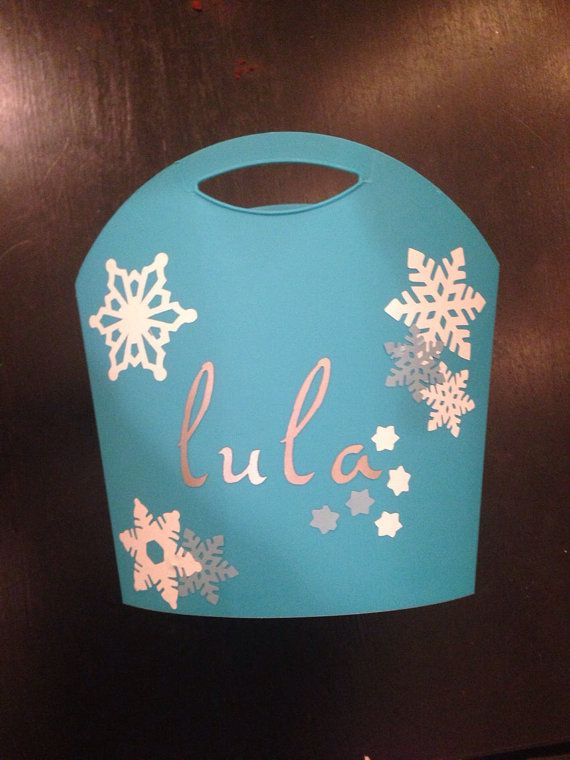 """Frozen Party favors- personalized """"Frozen"""" party bags  on Etsy, $4.99"""