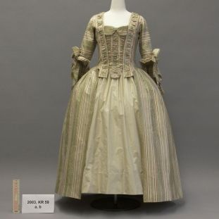 Kunstgewerbemuseum: An Example Of Textile Restoration: A Womanu0027s Dress From  Ca. 1770