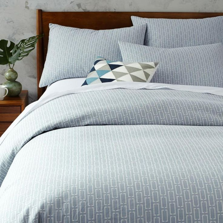 Mid-Century Organic Bracket Geo Jacquard Duvet Cover + Pillowcases