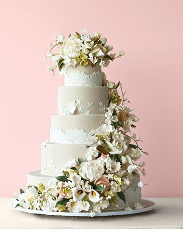 Amazing lace-and-floral cake by Ron Ben Israel