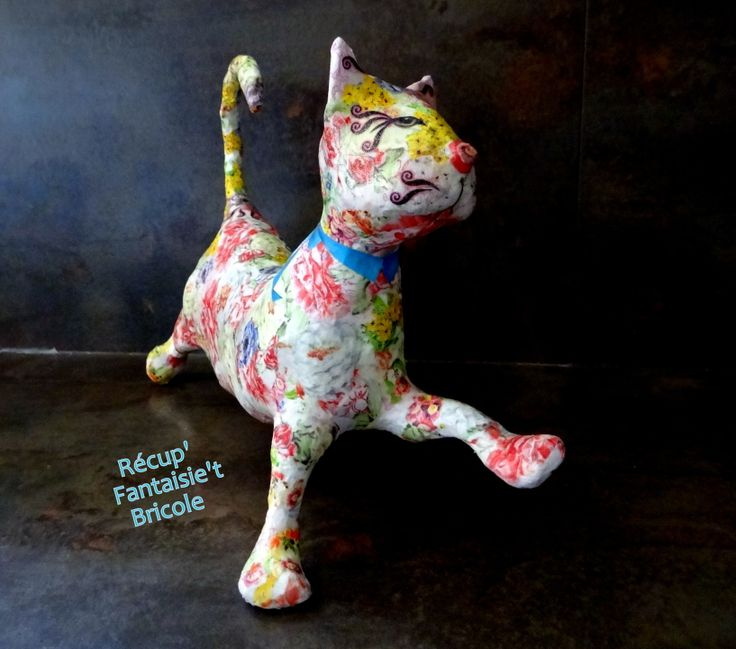 CHAT EN PAPIER MACHE RECOUVERT DE MULTIPLES DECOUPES DE PAPIERS DE DECORATION : Animaux par recupfantaisietbricole