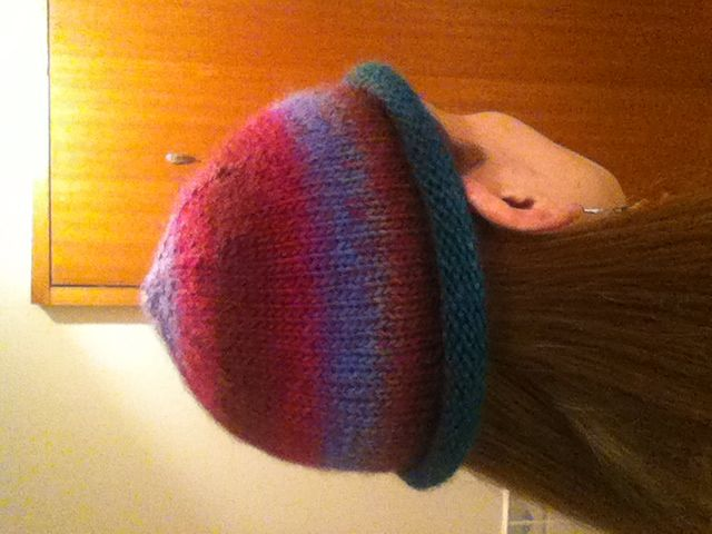 Hat knitted with change-colour wool.