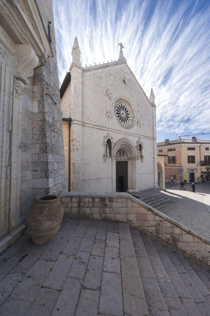 La città sabina di Norcia, Patria di San Benedetto e nota per la sua profonda spiritualità, si trova nella parte più montuosa ed incontaminata dell'Umbria, nell'area del Parco Nazionale dei Monti Sibillini, in Valnerina, sul margine meridionale del grandioso Piano di Santa Scolastica, splendido esempio di paesaggio agrario italiano