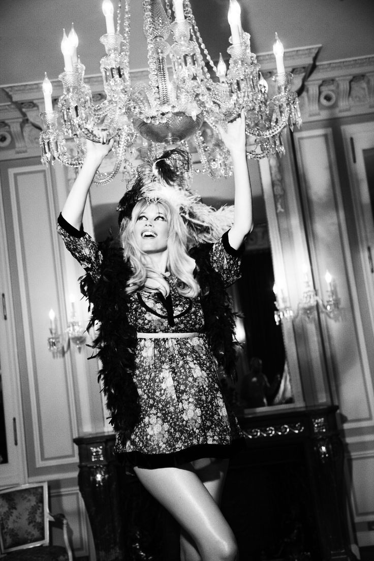 406 best swing from the chandelier images on pinterest blondshell a pregnant claudia schiffer photographed by ellen von unwerth for vogue germany 2010 arubaitofo Image collections