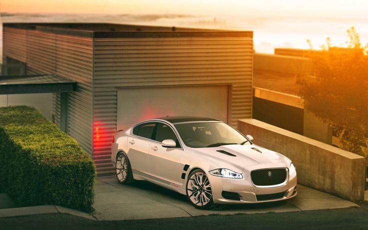 Jaguar, Samochód