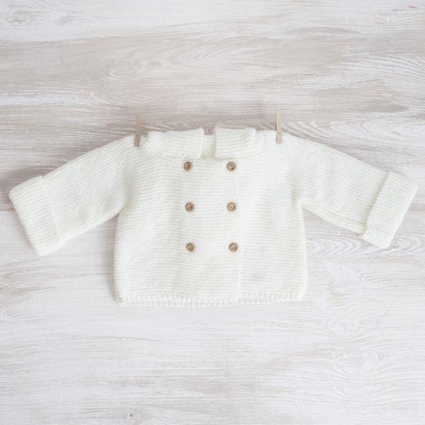 Abrigo con capucha para bebé tejido a mano de A Little Dress por DaWanda.com