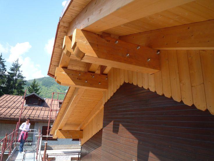 Struttura in legno lamellare e rivestimento a parete in tavole di larice