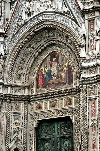 Fachada de la Catedral de Florencia Italia                                                                                                                                                                                 Más