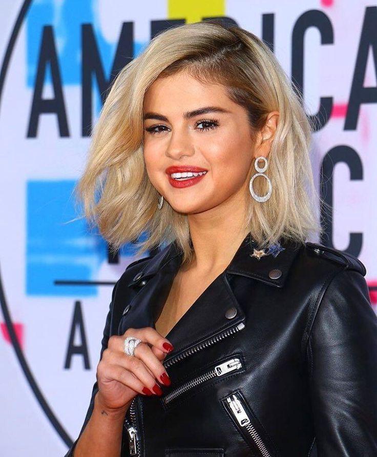 Selena Gomez Gomez arriving at the Red Carpet #AMAs  @selenagomez llegando a la Alfombra Roja de los #AMAs  #SelenaGomez #Selena #Selenator #Selenators #Fans
