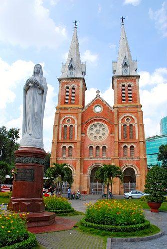 cherjournaldesilmara:  Basílica de Notre-Dame de Saigão,Cidade de Ho Chi Minh, Vietnã