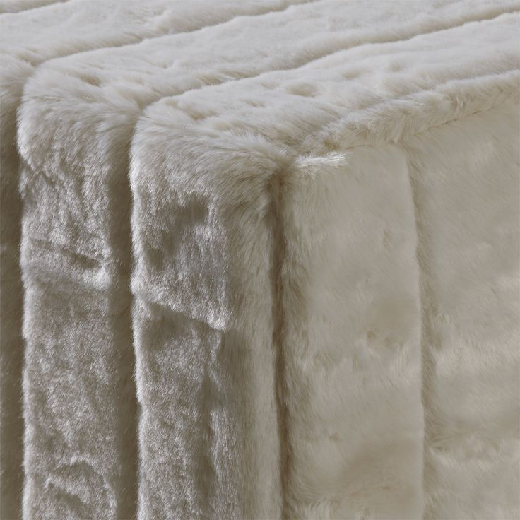 CubeMaker® - Schneefuchs Designcube Sitzwürfel. #fell #fur #cube #furniture #möbel #design #Schneefuchs #snow #fuchs