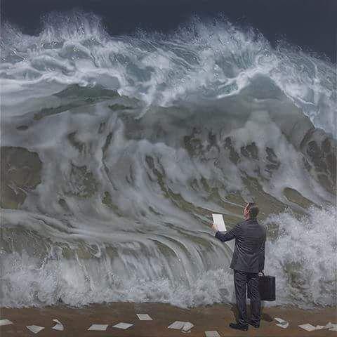 كلهم صعدوا السفينة ماعدا شاعراً جالساً في الطوفان يصف حجم الكارثة