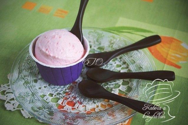 Tejszínes eperfagylalt