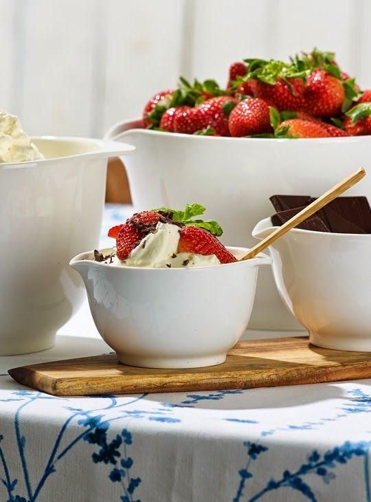 Margrethe-skålen lanseras i vitt porslin i mitten av juli! Margrethe-skålen designades 1954 av Jacob Jensen, som då arbetade för svenskdans...