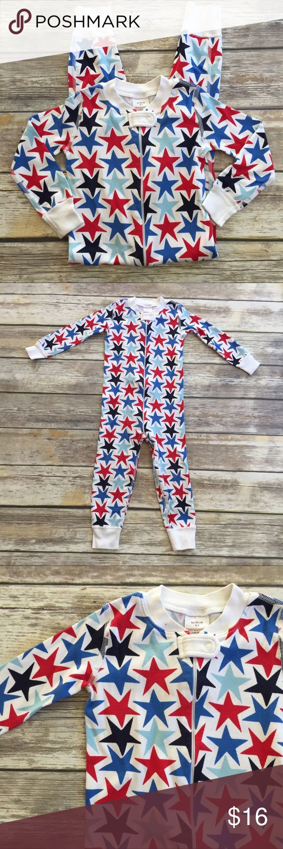 Hanna Andersson Zip Up Sleeper White zip up pjs with red and blue star print. VGUC save for one or two pin sized spots, see photos. Size 90 Hanna Andersson Pajamas