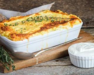 Hachis parmentier aux restes de blancs de poulet cuits : http://www.fourchette-et-bikini.fr/recettes/recettes-minceur/hachis-parmentier-aux-restes-de-blancs-de-poulet-cuits.html
