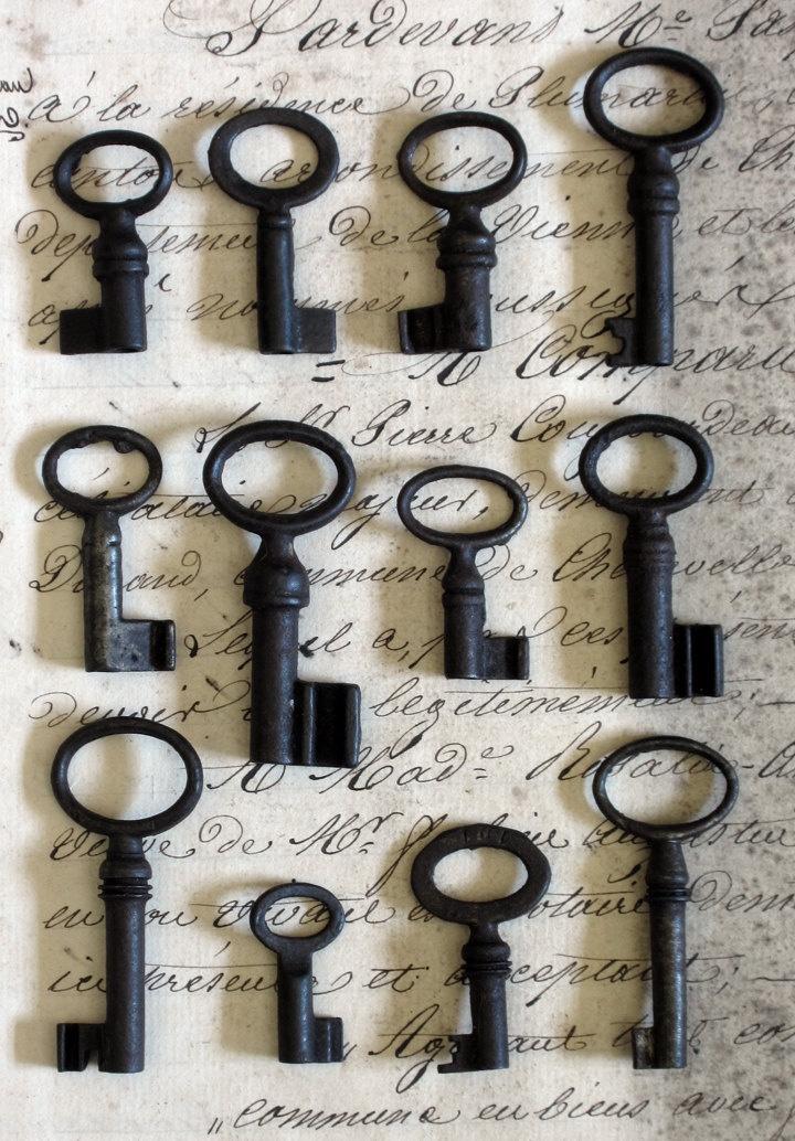 Vintage Antique Tiny French Brocante Skeleton Key. $5.50, via Etsy.