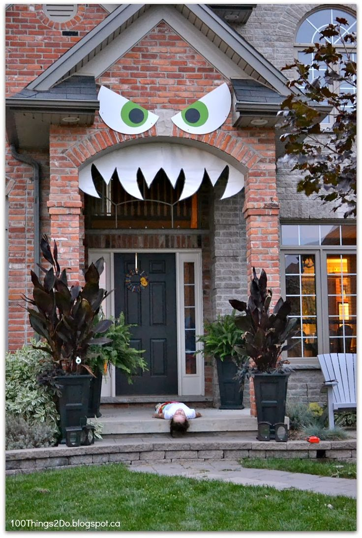 DIY monster face for your front porch.  Monster'd Front Porch.  Hallowe'en decoration.