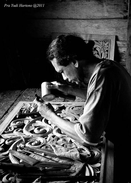 Craftsman of Pandai Sikek by Pra-Yudi, via Flickr