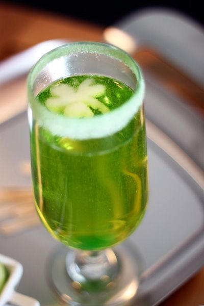 Sparkling Shamrock Champagne CocktailCocktail Recipes, Green Champagne, Saint Patricks Day, St Patricks Day, St Patty'S, St Patti, Irish, Cocktails Drinks, Champagne Cocktails