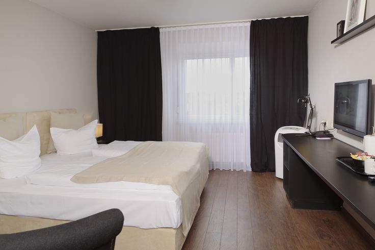 The 183 hotel rooms of TRYP by Wyndham Bremen Airport Hotel offer all the comfort of a 3-star superior hotel, complete with shower/WC, hairdryer, radio, telephone, SAT-TV, Sky-TV and WiFi internet connection. Some of our hotel rooms have air conditioning
