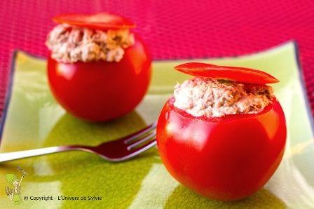 Petite tomates cerises farcies à la mousse de thon #kiri ! Un régal pour les invités à l'apéro. #kiri #recette #apero #tomate