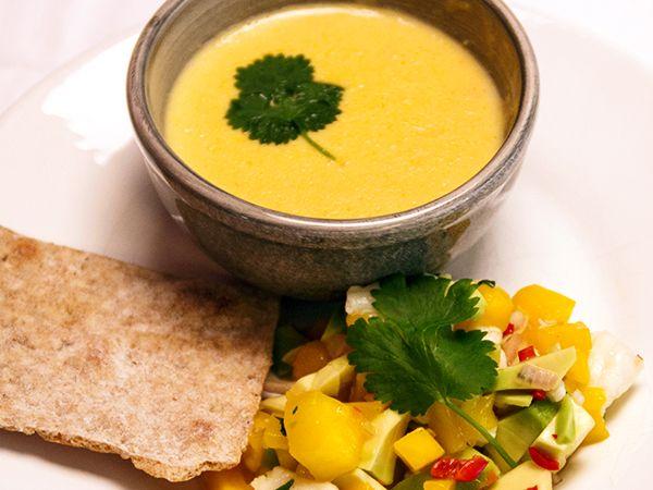 Halvhet majssoppa med kokosmjölk och ceviche | Recept.nu