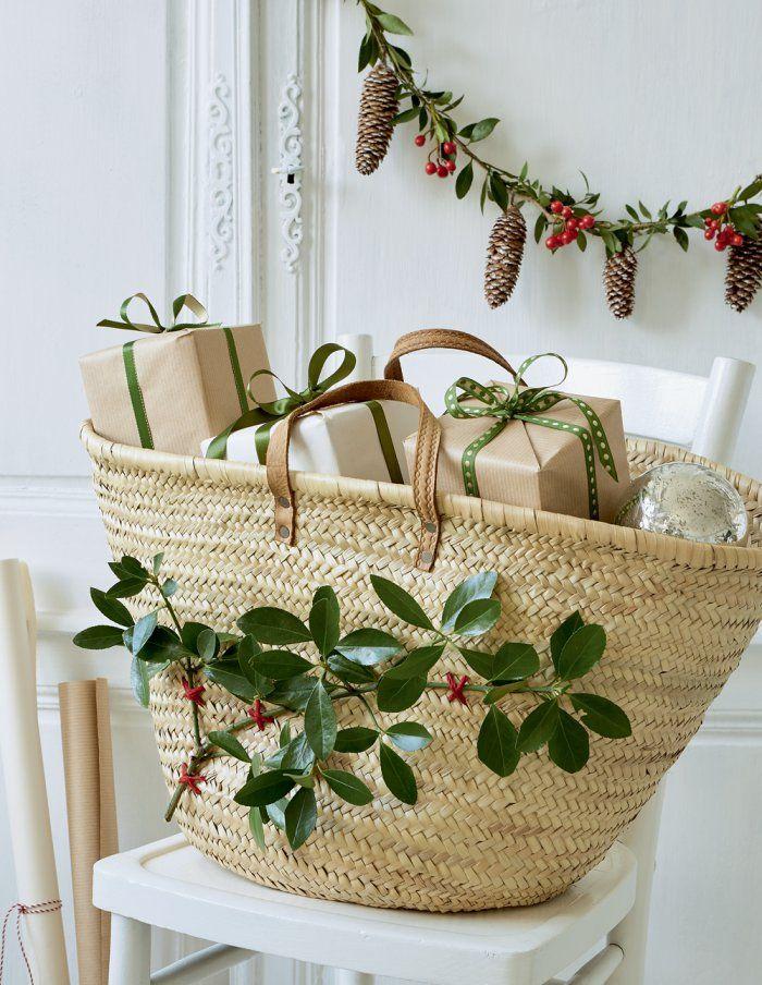 Noël Slow Life : Transformer un panier en hotte à cadeaux - Christmas wrapping - Marie Claire Idées