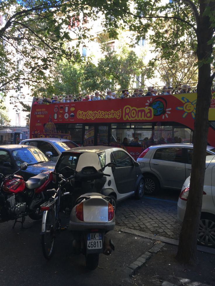 Parking along and across:) the street in Rome