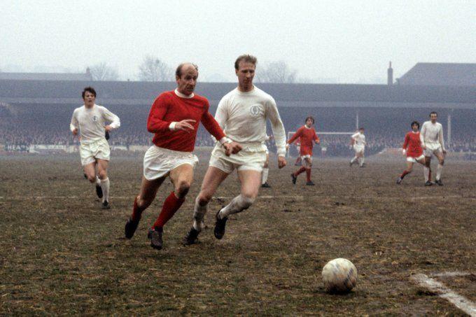 Soccer - Football League Division One - Leeds United v Manchester United - Elland Road