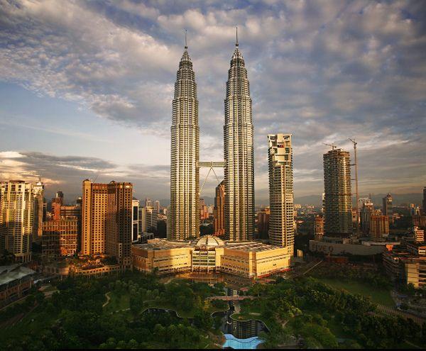 Petronas Towers în Kuala Lumpur, Malaezia – 452 m