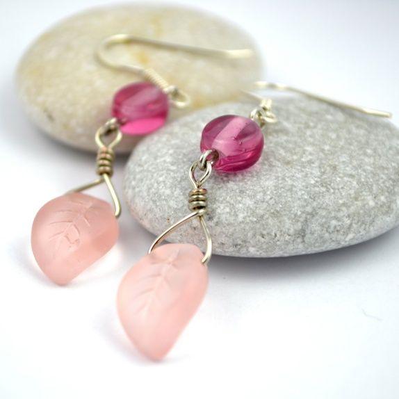 Øredobber av glassperler i sart, rosa farge #jewelry