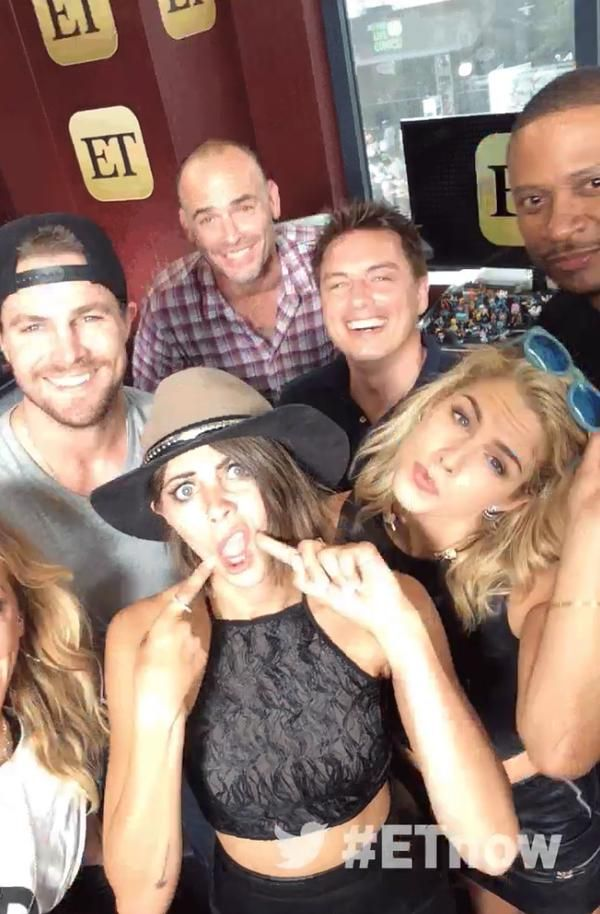 #Arrow  I don't know who that is,Stephen Amell(Oliver),Paul Blackthorne(Quentin),Jack Barrowman(Malcolm),David Ramsley(John),Emily Bett Rickards(Felicity) & Willa Holland(Thea)