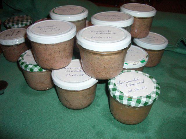 Das perfekte Hausmacher Leberwurst-Rezept mit Bild und einfacher Schritt-für-Schritt-Anleitung: die zwiebel in dem zerlassenen schweinefett…