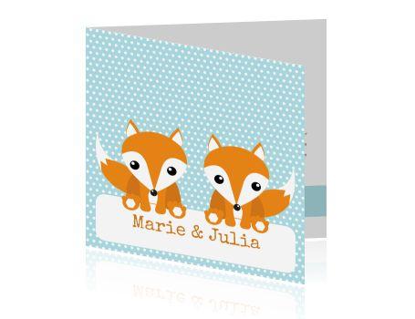 #Lief #geboortekaartje voor een #tweeling met #schattige #vosjes op een #lichtblauwe #stippen #achtergrond. #Stoer, #hip en #lief. >>> Bij alle ontwerpen kunt u (eigen) foto's toevoegen, kleuren en lettertypen aanpassen, tekstblokjes en clipart toevoegen.