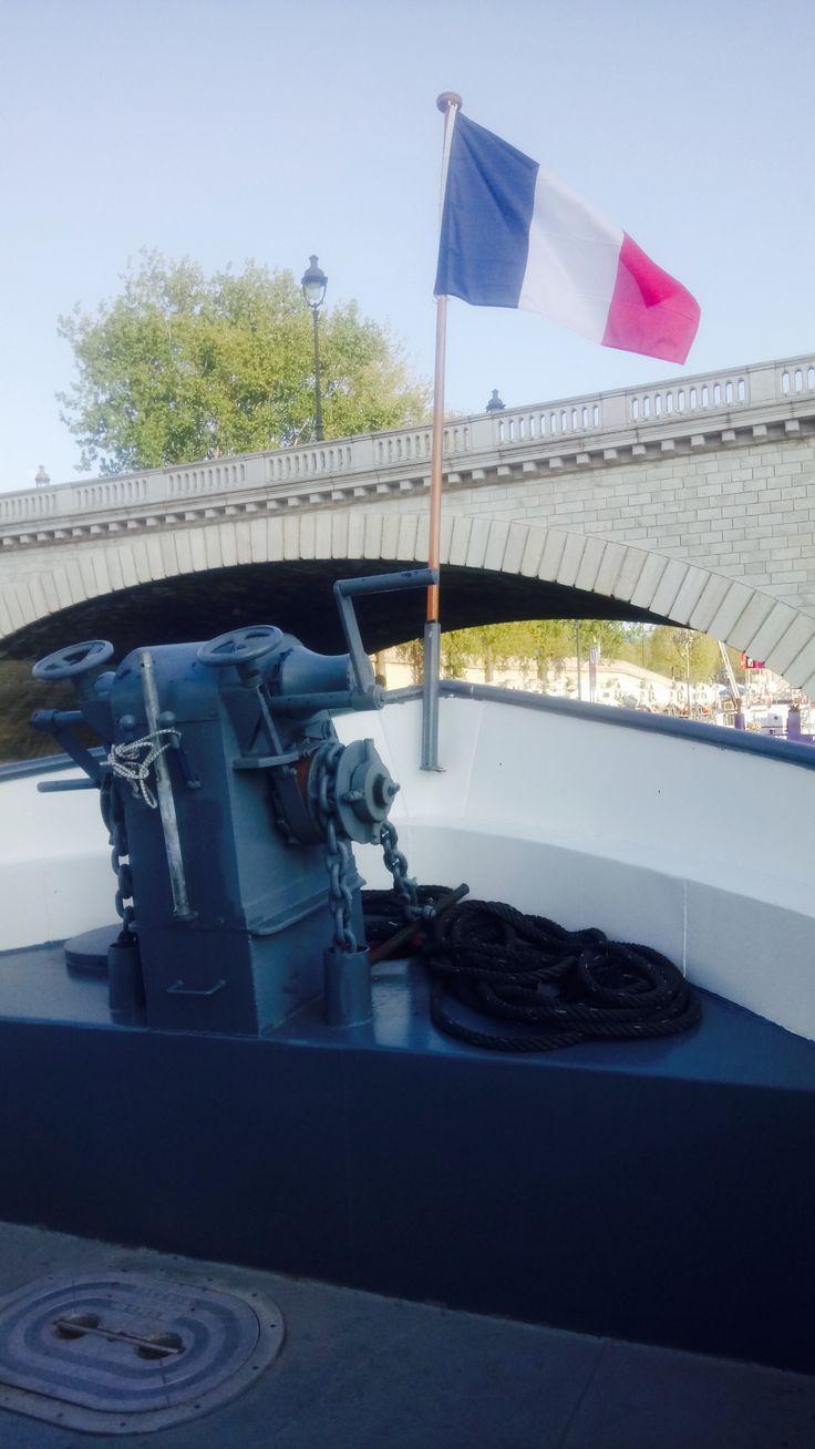 Créateur de souvenirs, BateauMonParis vous accueille à bord de ses péniches et bateaux privatisés pour des déjeuners et diners-croisière. Nous vous offrirons une atmosphère chaleureuse, raffinée et originale à l'occasion de votre mariage, anniversaire, séminaire, repas d'affaire, demande en mariage, apéritif flottant…  #Boat #Bateau #Croisière #Paris #LaSeine #BateaumonParis #cruise